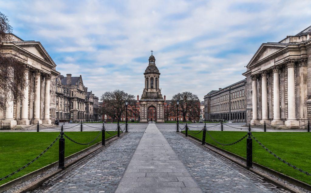 trinity college dublin que hacer ver lugares imprescindibles visitar irlanda